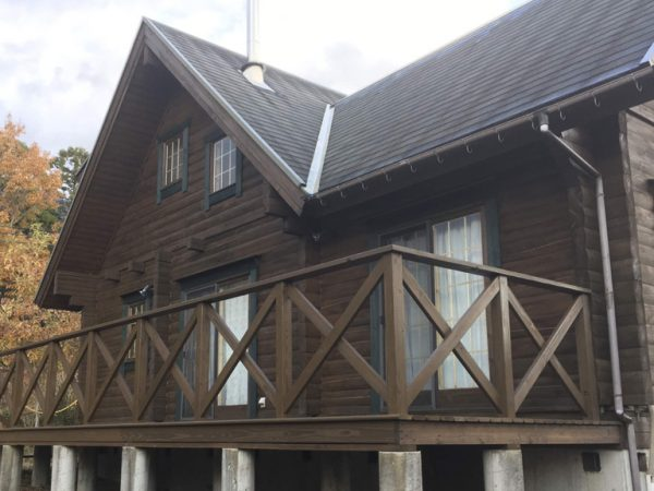 ログハウスの再塗装後の状態