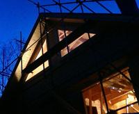 夕暮れに撮るログハウスは特別綺麗です。